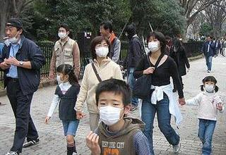 Photo credit: http://depletedcranium.com/  This is for illustration only. I actually think this is a Japanese family. But this is a pretty common sight here in Korea, even when there is no MERS.